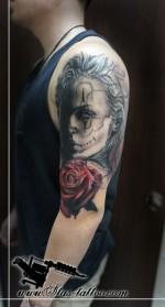 девушка розы тату