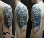 лев на плече тату